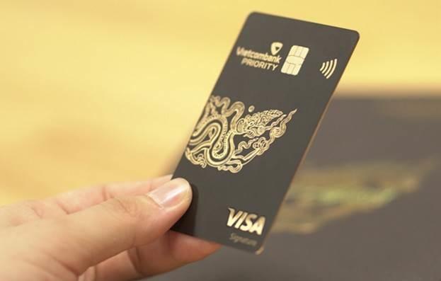 Ngân hàng tăng lợi thế cạnh tranh dòng thẻ
