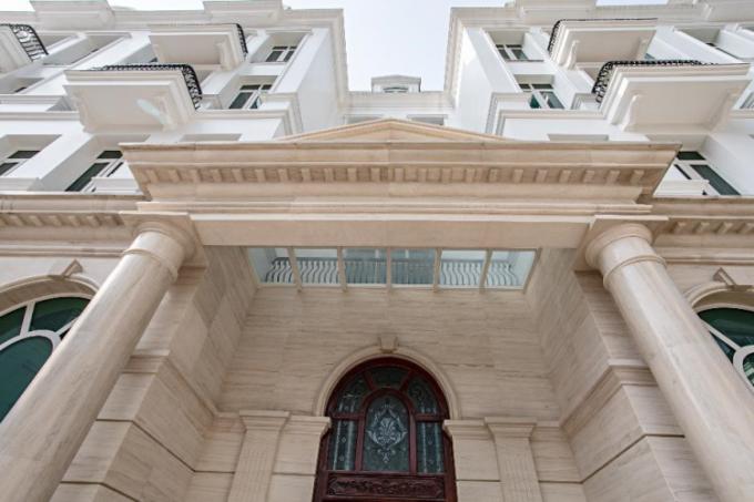 Cận cảnh các chi tiết phào chỉ đá đúc nguyên khối tại biệt thự Grandeur Palace - Giảng Võ.