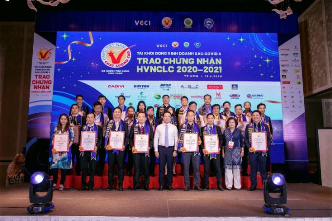 Hội DN HVNCLC vừa thực hiện chương trình Tái khởi động kinh doanh sau COVID & trao chứng nhận HVNCLC 2020-2021 nhằm hỗ trợ, thúc đẩy các hoạt động sản xuất kinh doanh của các doanh nghiệp.