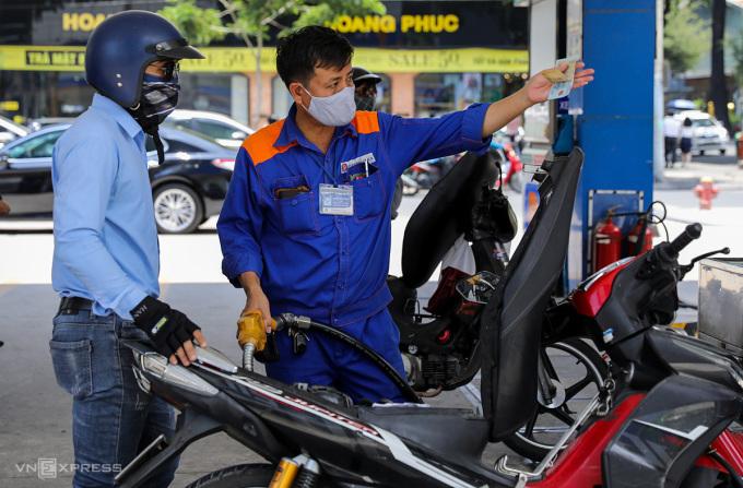 Giá xăng có thể tăng mạnh ngày mai