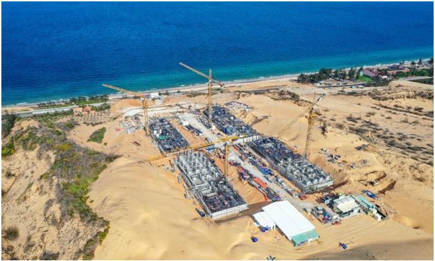 Dự án nằm trên đồi cát và bao trọn view biển.