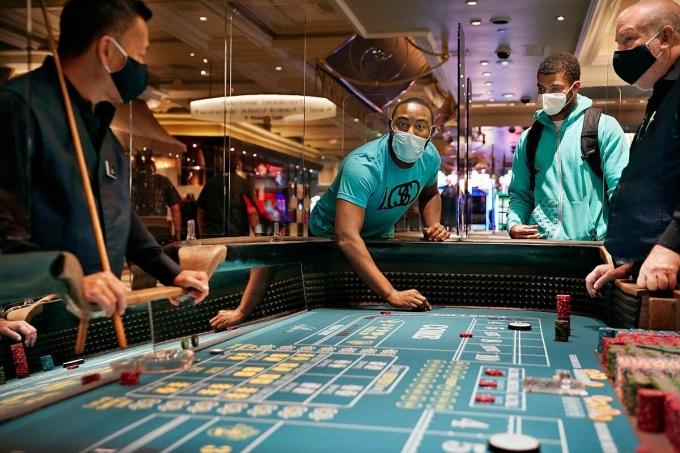 Người chơi tại một casino ở Las Vegas. Ảnh: AP