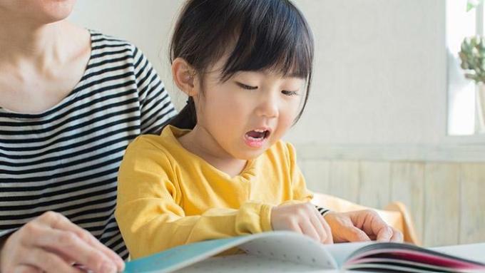 Các bậc phụ huynh luôn băn khoăn về một phương pháp học tiếng Anh hiệu quả cho bé. Ảnh: shutterstock