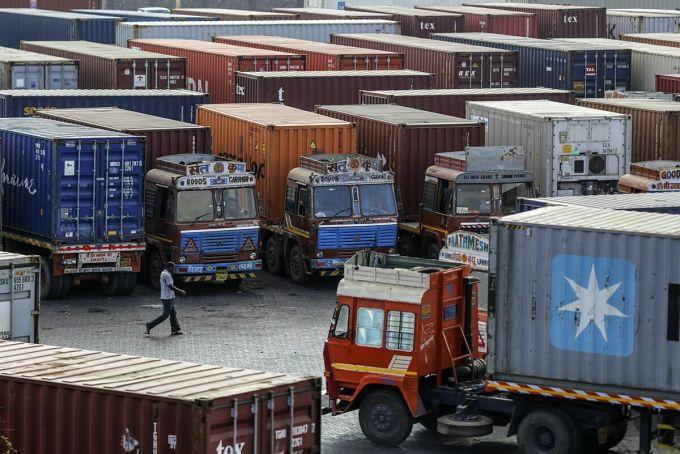 Hàng hóa Trung Quốc tắc nghẽn tại cảng Ấn Độ