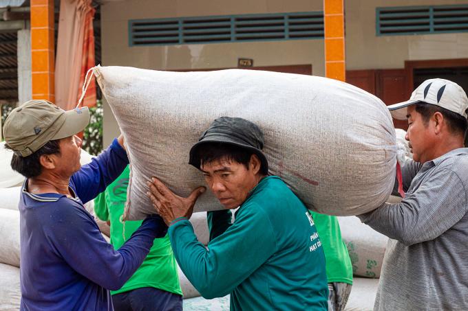 Việt Nam xuất gần 3 triệu tấn gạo trong 5 tháng