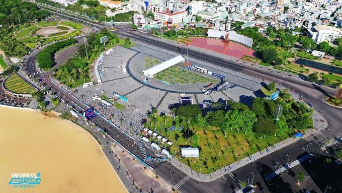 VnExpress Marathon Quy Nhơn 2019 thành công tốt đẹp, tạo tiền đề cho Hưng Thịnh Land tiếp tục tham gia mùa giải 2020 với vai trò đơn vị đồng hành cùng ban tổ chức. Ảnh: Ngọc Thành.