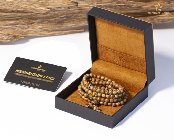 Các sản phẩm trầm hương của Thiên Mộc Hương được chế tác tinh xảo nhờ đôi tay của các nghệ nhân giàu kinh nghiệm.
