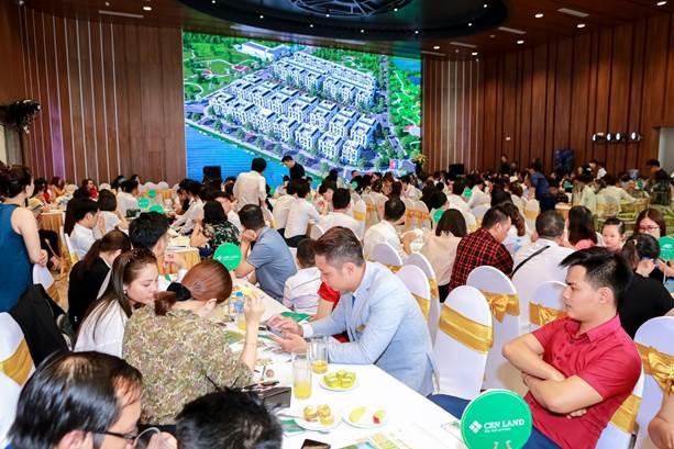 Hàng trăm khách hàng tới thăm quan và trải nghiệm nhà mẫu Imperia Smart City.
