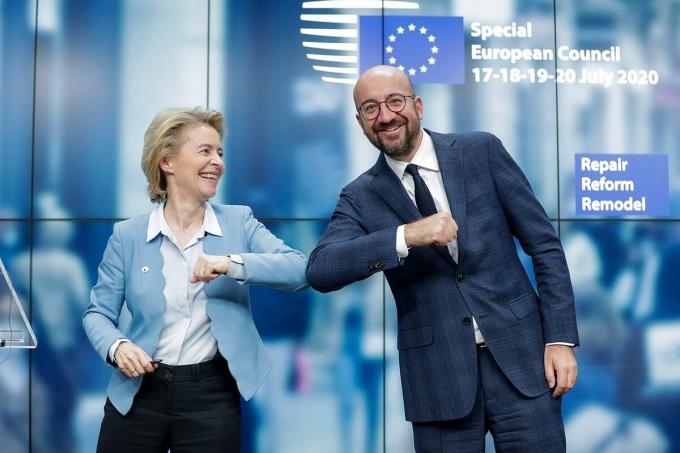 Chủ tịch Ủy ban châu Âu Ursula von der Leyen và Chủ tịch Hội đồng châu Âu Charles Michel. Ảnh; Reuters
