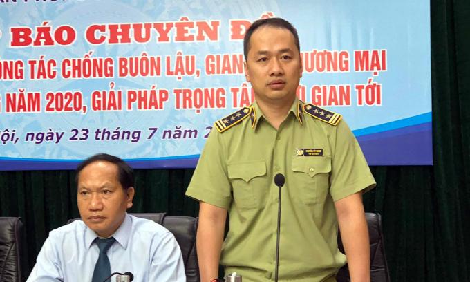 Ông Nguyễn Kỳ Minh (phải) cung cấp thông tin tại họp báo về công tác chống buôn lậu, gian lận thương mại của Ban chỉ đạo 389 quốc gia hôm 23/7. Ảnh: Anh Tú