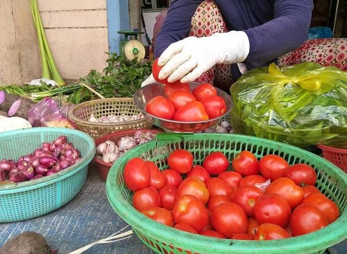 Cà chua là mặt hàng đang tăng giá mạnh. Ảnh: Hồng Châu.
