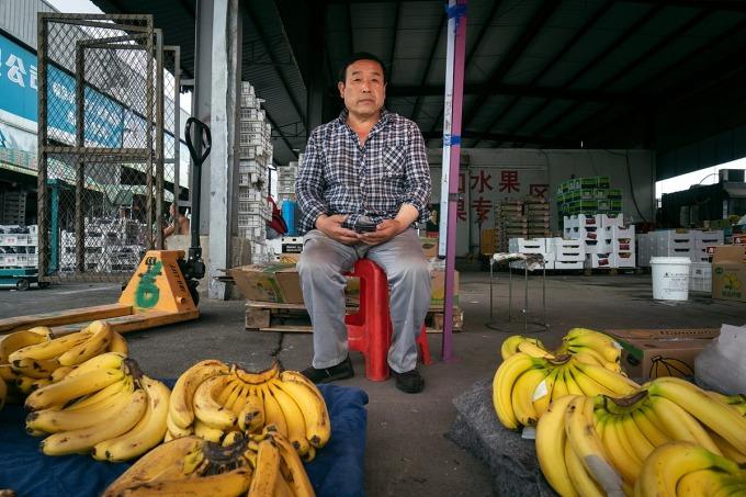 Quầy chuối văng khách của ông XIn Xiaoli. Ảnh: NYT
