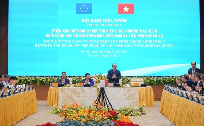 Thủ tướng Nguyễn Xuân Phúc chủ trì hội nghị trực tuyến thực thi EVFTA ngày 6/8. Ảnh: VGP