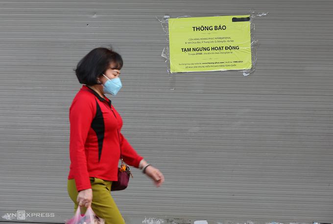 Một cửa hàng trên phố Chùa Bộc (Hà Nội) tạm ngừng hoạt động vì dịch. Ảnh: Ngọc Thành.
