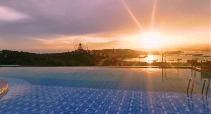 Bể bơi vô cực tại dự án Ramada by Wyndham Ha Long Bay View. Ảnh: Hồng Quân.