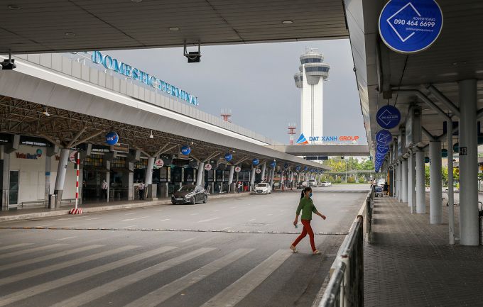 Sân bay quốc tế Tân Sơn Nhất vắng khách. Ảnh: Quỳnh Trần.