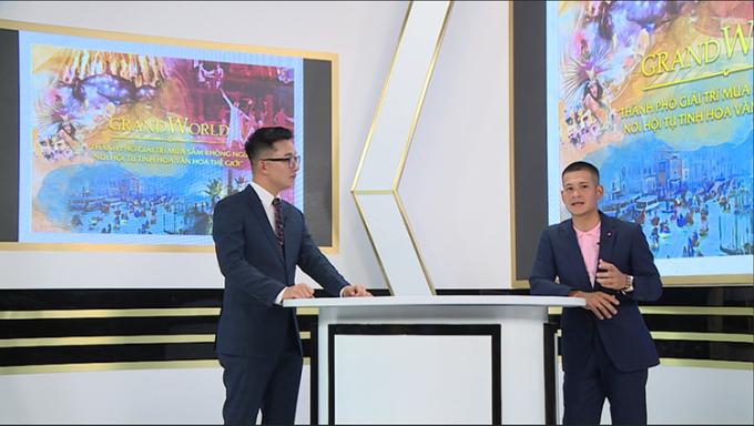 Đạo diễn Việt Tú (bên phải) tại buổi đào tạo trực tuyến.