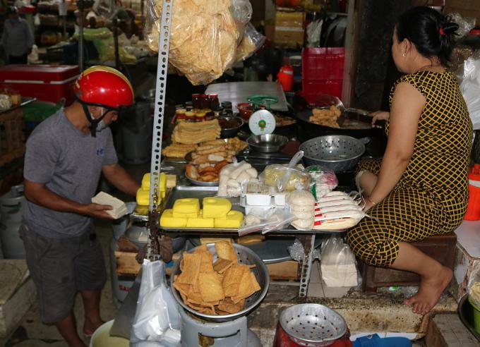 Quầy đồ chay tại chợ thực phẩm An Đông. Ảnh: Thanh Thu.