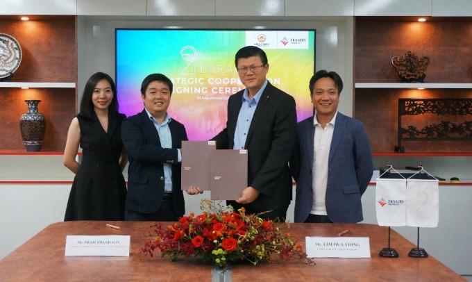 Ông Phạm Thanh Sơn (Nhà sáng lập và Giám đốc Điều hành Đỉnh Phong - The Butcher & Seafood) và ông Lim Hua Tiong - CEO Frasers Property Vietnam tại lễ ký kết.