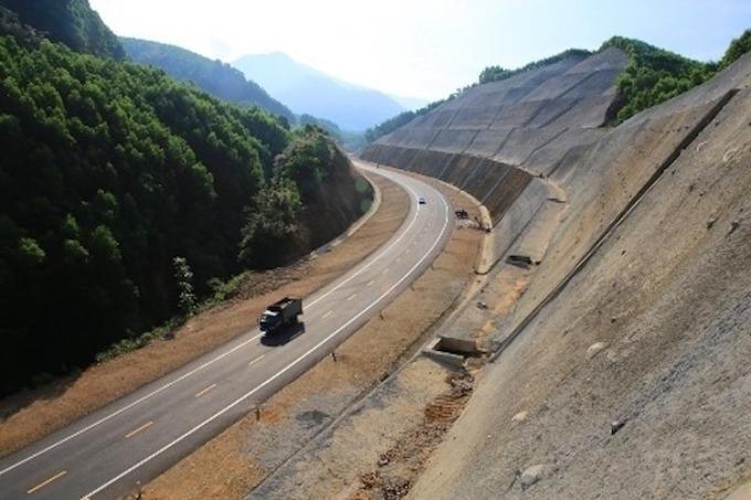 Một đoạn cao tốc La Sơn - Tuý Loan. Ảnh: Võ Thạnh.