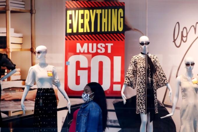 New York & Co đang thanh lý toàn bộ 378 cửa hàng sau khi công ty mẹ phá sản. Ảnh: REX