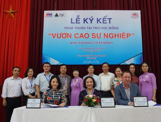 Lễ ký kết giữa MM và trường Cao đẳng Thương mại và Du lịch Hà Nội.