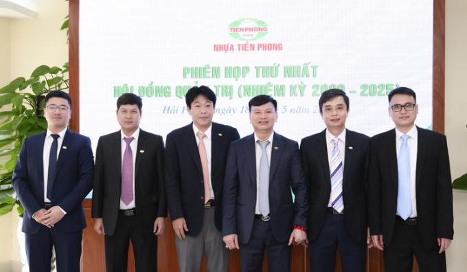 Ban lãnh đạo Nhựa Tiền Phong.