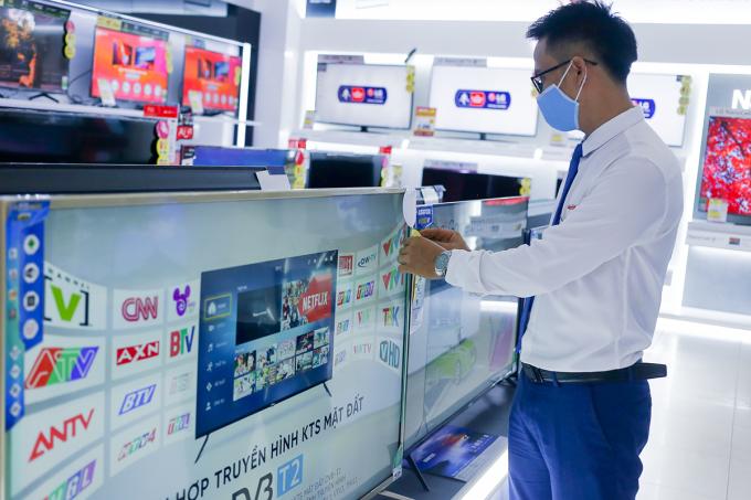 TV Asanzo bày bán tại Media Mart Hà Nội. Ảnh: An Bình
