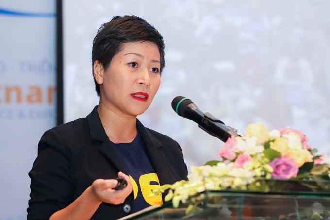 Bà Nguyễn Hoàng Phương - CEO beGroup trình bày giải pháp giải quyết ách tắc giao thông đô thị. Ảnh: Quỳnh Trần.