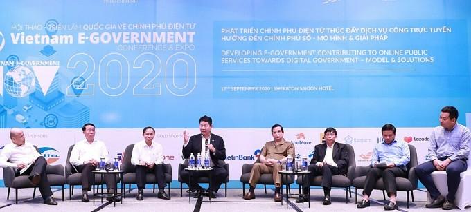 Các chuyên gia thảo luận tại Hội thảo quốc gia về Chính phủ điện tử hôm 17/9. Ảnh: FPT