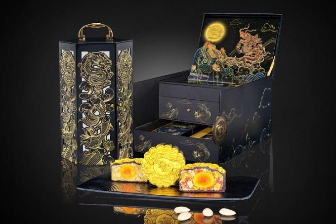 Dòng bánh Trăng Vàng Black & Gold lấy cảm hứng từ câu chuyện Cá chép hóa rồng