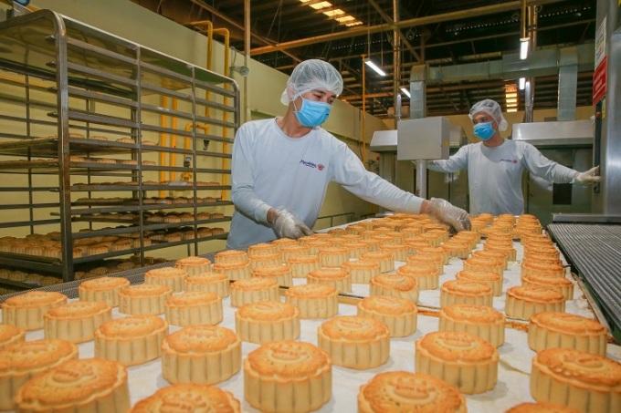 Quy trình sản xuất bánh nướng tại Kinh Đô.