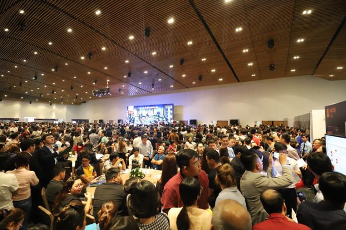 Tại sự kiện mở bán năm 2019, Akari City là một trong những dự án có sức hút nhất khu Tây TP HCM khi ghi nhận hơn 4.300 lượt khách hàng tham gia bốc thăm chọn căn.