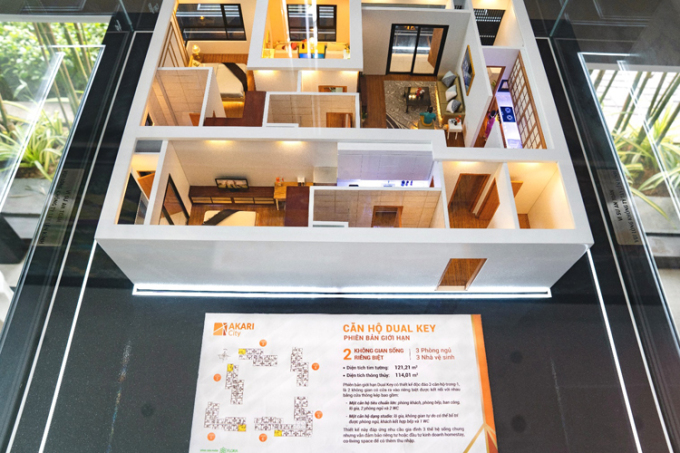Mặt bằng căn hộ Dual Key 121m2 gồm hai căn hộ riêng biệt gồm một căn hộ dạng studio và một căn hộ 2 phòng ngủ, 2WC đầy đủ tiện nghi, đa mục đích sử dụng. Akari City hội tụ đủ lợi thế như vị trí tiềm năng, giao thông thuận, chủ đầu tư uy tín, quy hoạch khu đô thị chỉn chu, đa tiện ích, căn hộ chất lượng được xây dựng bởi nhà thầu hàng đầu, đơn giá mềm. Sản phẩm phù hợp để đầu tư hoặc kinh doanh sinh lời, đại diện Nam Long cho hay.