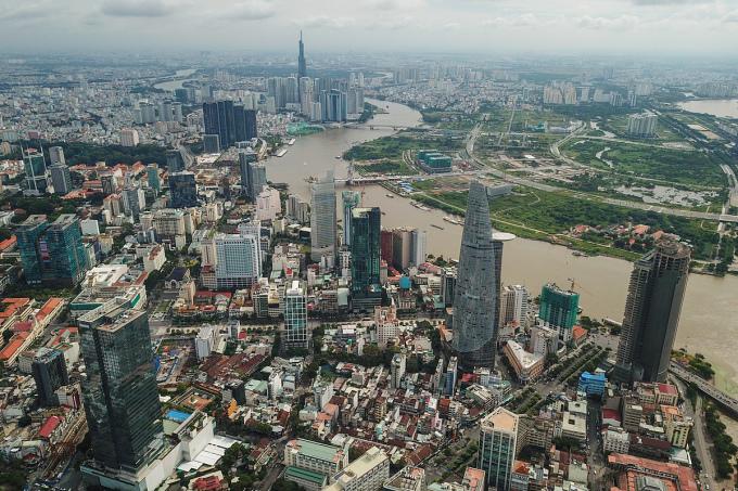 Khu trung tâm TP HCM với một số tòa nhà văn phòng hạng B có trong ảnh như: Saigon Trade Center, Vincom Center, The Landmark Tower ...Ảnh: Quỳnh Trần