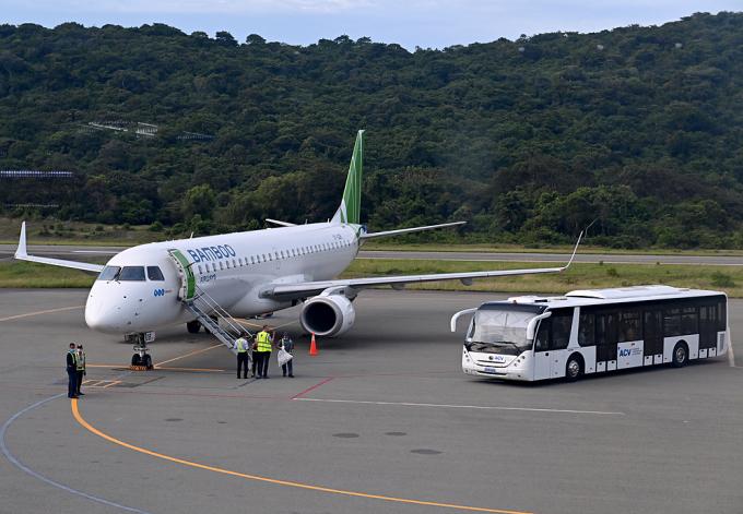 Máy bay Bamboo tại sân bay Côn Đảo. Ảnh: Giang Huy