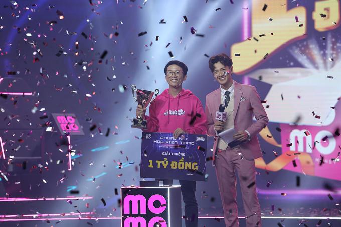 Thí sinh Chu Hoàng Phương (29 tuổi, đến từ Hà Nội) đã giành giải thưởng một tỷ đồng. Ảnh: MoMo.