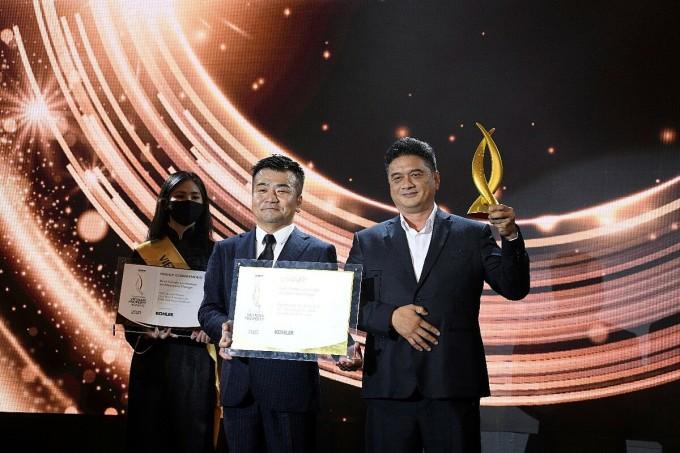 Đại diện VSIP-Sembcorp Gateway nhận giải thưởng. Ảnh: VSIP-Sembcorp Gateway.
