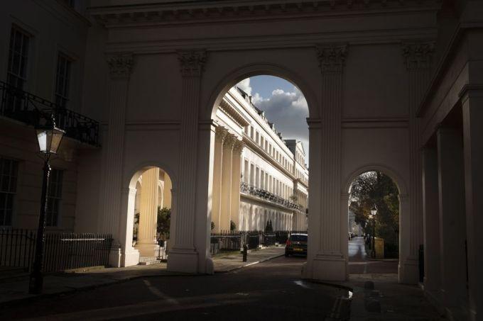 Dãy nhà sang trọng nhìn ra công viên Regents, London năm 2019. Ảnh: Bryn Colton/Bloomberg.