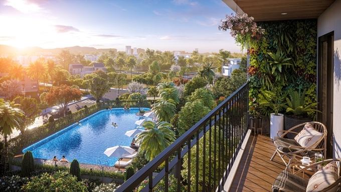 Một góc view nhìn ra hồ bơi của căn hộ tại BerRiver Jardin.