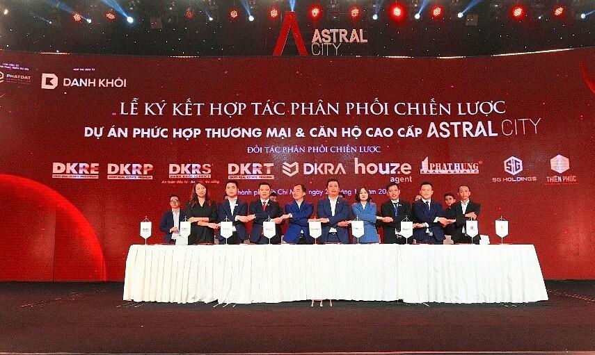 DKRA Vietnam công bố ưu đãi và chương trình chăm sóc hệ thống kinh doanh cho khách hàng, đại lý và chuyên viên bán hàng. Ảnh: Tuấn Võ.