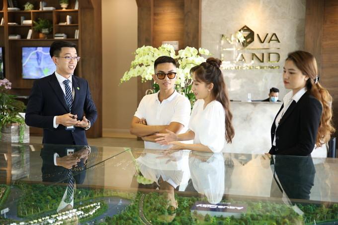Sức hấp dẫn của nhà phố có không gian sống như biệt thự tại Aqua City thu hút sự quan tâm của vợ chồng Khánh Thi - Phan Hiển. Ảnh: Novaland.