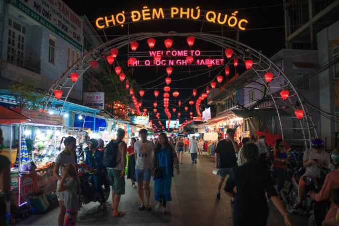 Chợ đêm Phú Quốc - một trong những điểm đến thu hút du khách. Ảnh: Khương Nha.