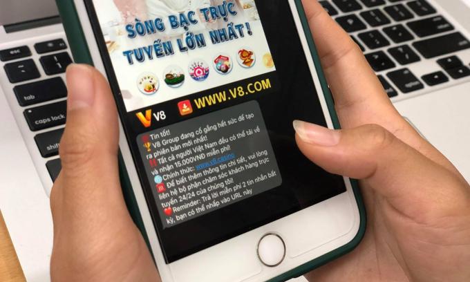 Tin nhắn quảng cáo cờ bạc được gửi đến một người dùng iPhone đầu tuần này. Ảnh: Anh Tú