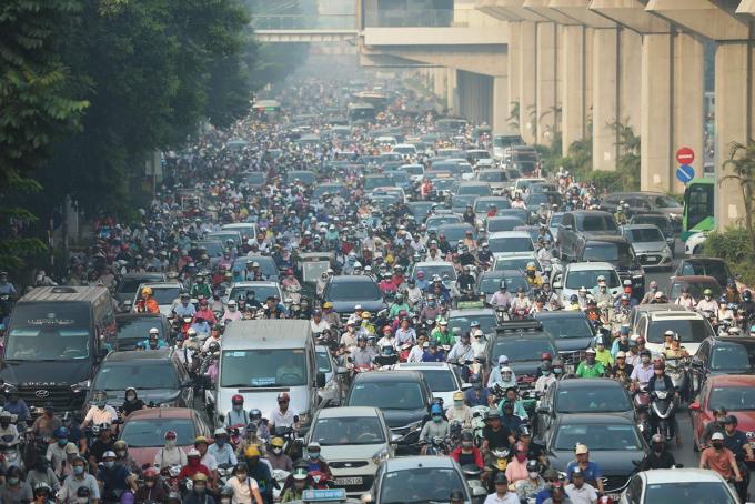 Kẹt xe, ô nhiễm, thiếu cây xanh là những vấn đề ảnh hưởng đến cuộc sống người dân Thủ đô. Ảnh: Ngọc Thành.