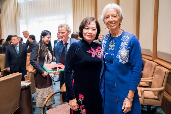 Bà Nguyễn Thị Hồng trao đổi cùng Chủ tịch Ngân hàng Trung ương Châu Âu Christine Lagarde. Ảnh:SBV