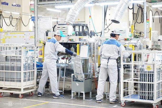 Công nhân làm việc trong một nhà máy của Daikin ở Hưng Yên tháng 12/2019.Ảnh: Viễn Thông.