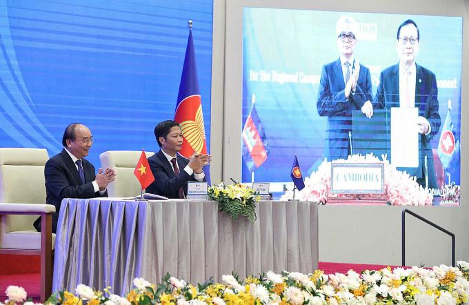 RCEP được ký kết trực tuyến hôm 15/11. Ảnh: Giang Huy.