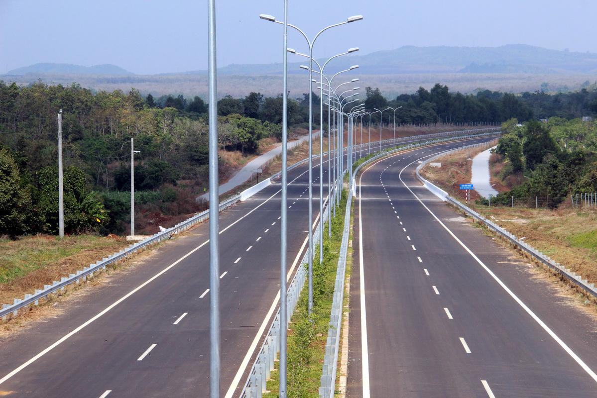 Kết nối tuyến cao tốc hiện đại nhất Việt Nam Dầu Giây - TP HCM, khi hoàn thiện sẽ, cao tốc Dầu Giây - Liên Khương sẽ rút ngắn thời gian di chuyển từ TP HCM đi Đà Lạt. Ảnh: Hữu Công.