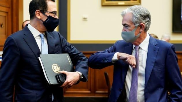 Bộ trưởng Tài chính Mỹ (trái) và Chủ tịch Fed Jerome Powell trong một sự kiện tháng 9. Ảnh: Reuters